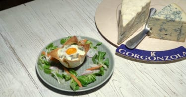 Cestino di Gorgonzola, uova e zucchine